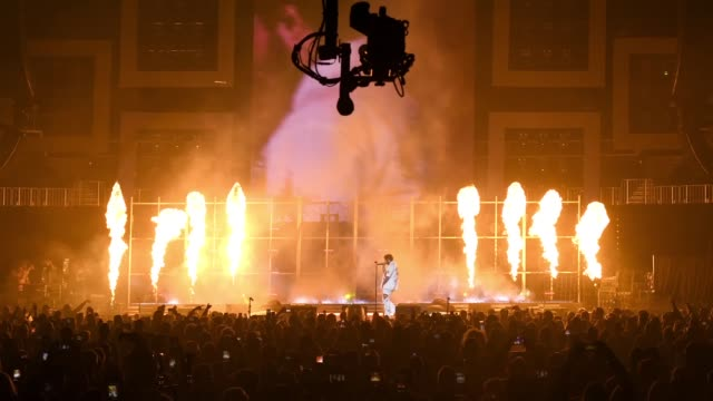 stockvideo's en b-roll-footage met post malone performs onstage during day 2 of bud light super bowl music fest at state farm arena on february 1 2019 in atlanta georgia - georgia us state