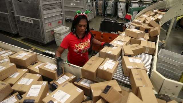 postal service mail handlers sort boxes at the u.s. postal service's royal palm processing and distribution center on december 4, 2017 in opa locka,... - united states postal service stock videos & royalty-free footage