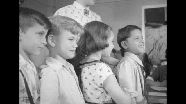 stockvideo's en b-roll-footage met new york school children join national field trials of salk polio vaccine polio pioneers 1954 department of health the city of new york board of... - inenting