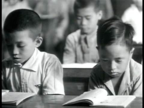 poster 'china shall have our help' int vs instructor in classroom children at desks ms boy at blackboard 'abcd = america britain china democracy' vs... - china shall have our help点の映像素材/bロール