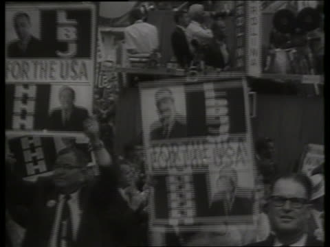 vídeos de stock, filmes e b-roll de b/w lbj posters at 1964 democratic national convention / 1960's / sound - 1964