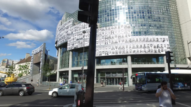 posters featuring portraits of health workers on the facade of the opera bastille on june 08, 2020 in paris, france. french street artist and... - {{relatedsearchurl(carousel.phrase)}} video stock e b–roll