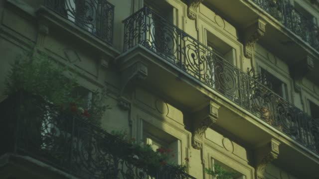 vidéos et rushes de pot plants grace the balconies of a handsome, quintessentially parisian residential building, france. - façade