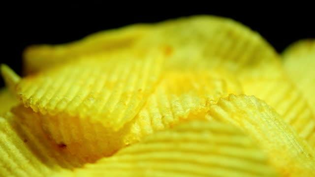 vídeos de stock, filmes e b-roll de batata frita fechar zorra tiro - snack salgado