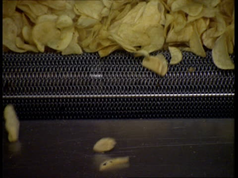 CU Potato chips falling off conveyor belt