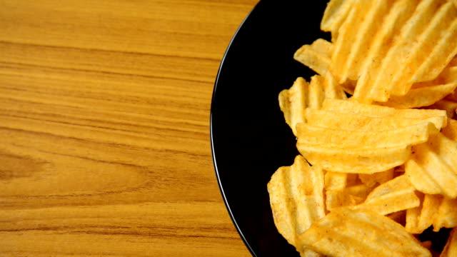 ポテトチップス - 塩味スナック点の映像素材/bロール