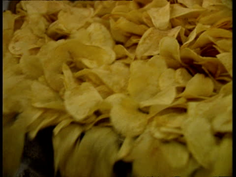 CU Potato crisps falling off conveyor belt