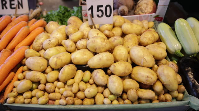 potato pile with price at the market - snack stock videos & royalty-free footage