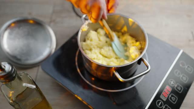 potato puree - マッシュポテト点の映像素材/bロール