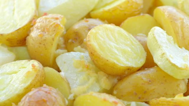 Batata, Curgete fatias, cozinhadas no forno