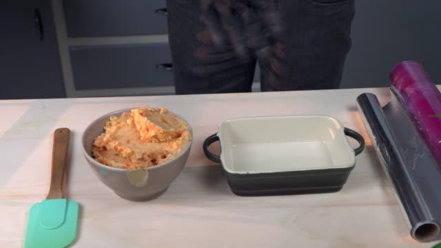 potato-carrot puree - マッシュポテト点の映像素材/bロール