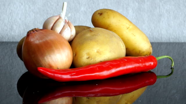 potatoes, garlic, onion and red chili pepper zoom in - red potato stock videos & royalty-free footage