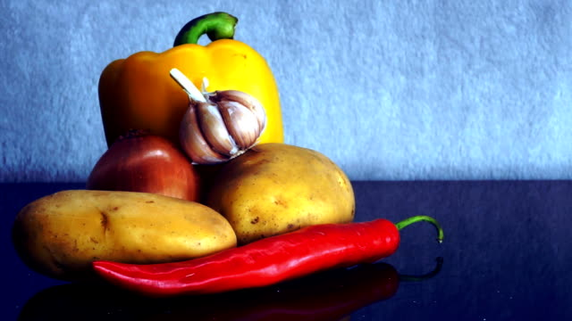 potatoes, garlic, onion, yellow bell pepper and red chili pepper zoom in - red potato stock videos & royalty-free footage