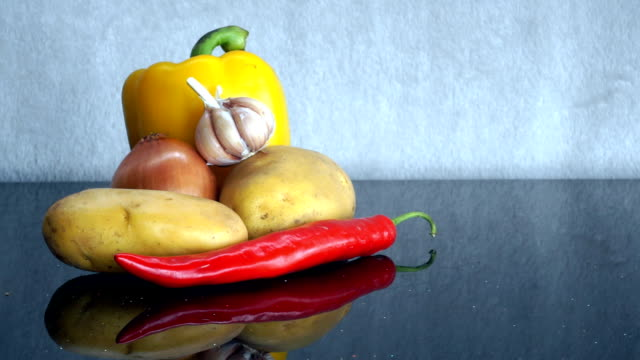 potatoes, garlic, onion, yellow pepper and red chili pepper zoom in - red potato stock videos & royalty-free footage