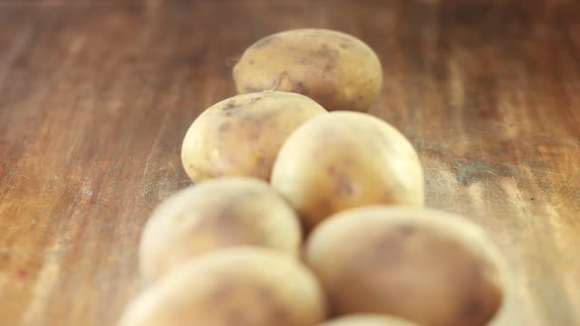 potatoes on wooden background - raw potato stock videos & royalty-free footage