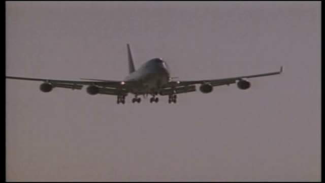 Potential faulty fuel pump in Boeing plans ITN GENERICS Boeing 747400 coming in to land