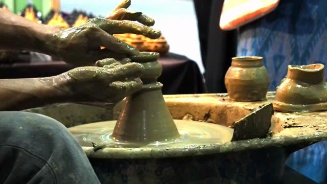 pottery handarbeit - kunst und kunsthandwerk stock-videos und b-roll-filmmaterial