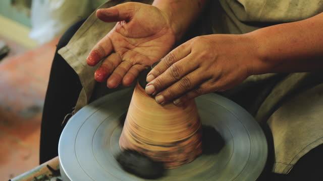 Handgemaakt aardewerk