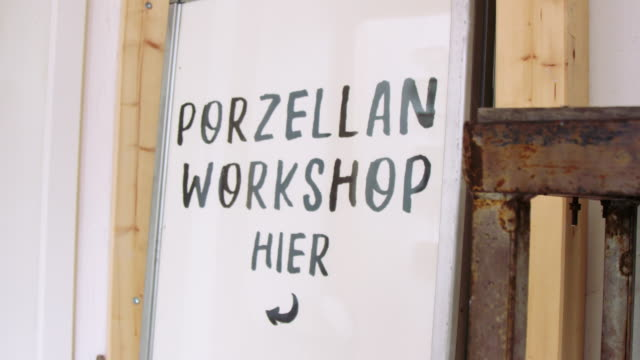 pottery making workshop sign board - direzione video stock e b–roll