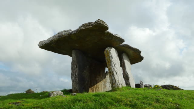 T/L Poulnabrone Dolmen In The Burren