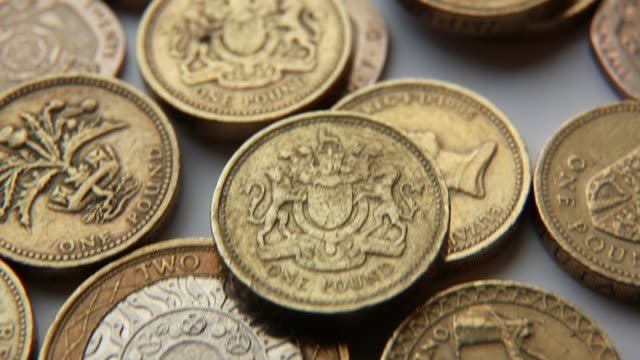 vídeos de stock e filmes b-roll de tu pound coins a run of positive economic data and a strengthening british economy makes the sterling a magnet for inward investment the british... - símbolo da libra esterlina