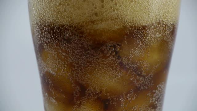 Pour cola