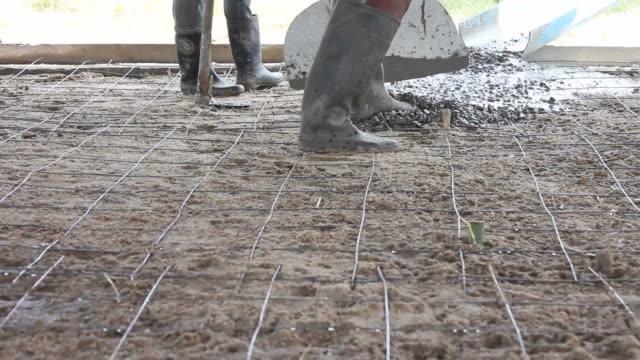 vídeos y material grabado en eventos de stock de hormigón vertido. - bieldo equipo agrícola