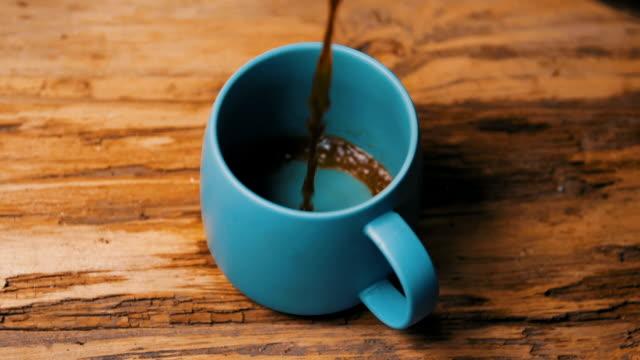 pouring a cup of coffee - bricco per il caffè video stock e b–roll