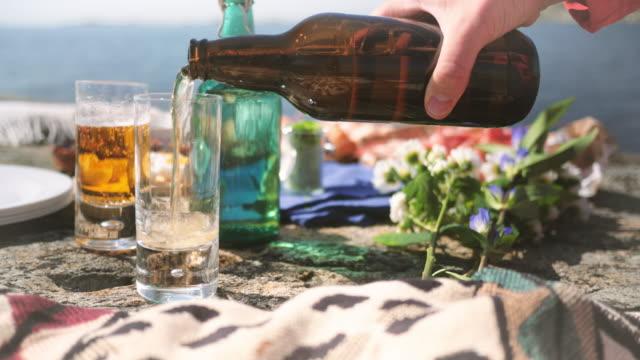 stockvideo's en b-roll-footage met het gieten van bier bij een picknick - japanse gerechten