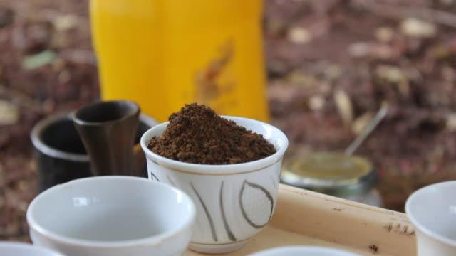 pouring coffee into coffee pot - bricco per il caffè video stock e b–roll