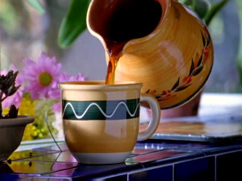 pouring coffee - bricco video stock e b–roll