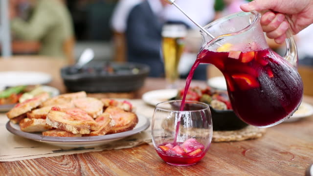 vídeos de stock e filmes b-roll de ms pouring sangria into glass / barcelona, catalunya, spain - food and drink