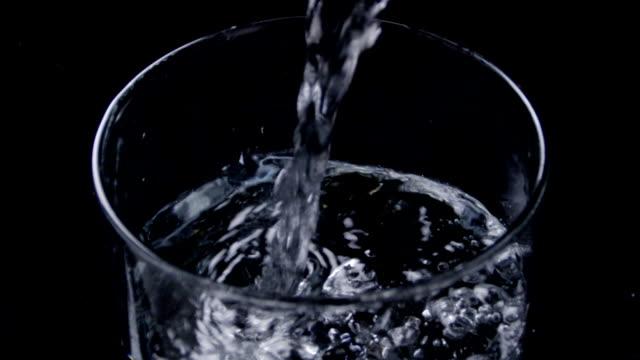 eingießen von wasser - destilliertes wasser stock-videos und b-roll-filmmaterial