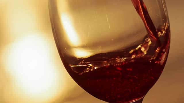 vidéos et rushes de slo mo verser le vin dans le verre - croatie