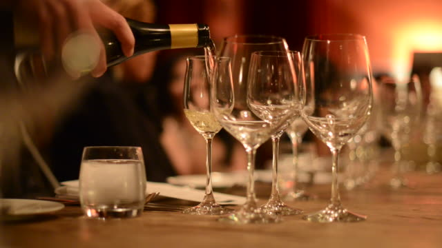 cu pouring wine into wine glasses - differential focus点の映像素材/bロール