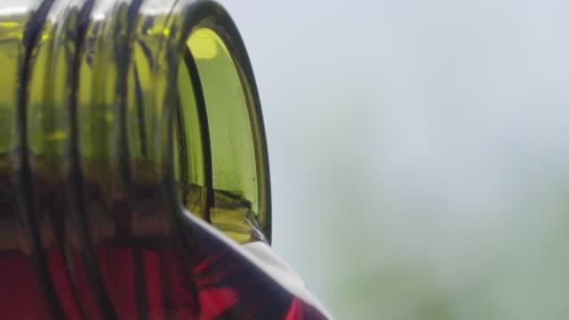 vídeos y material grabado en eventos de stock de pouring wine - vino tinto