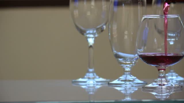 vídeos de stock, filmes e b-roll de servindo vinho. - abuso de substâncias