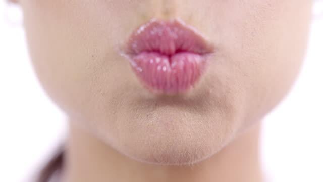 あなたの心を追い出す - 口を尖らせる点の映像素材/bロール