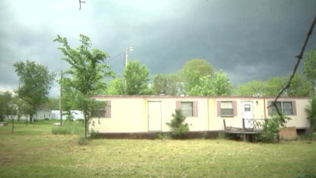 poverty home front view - trailer home stock videos & royalty-free footage