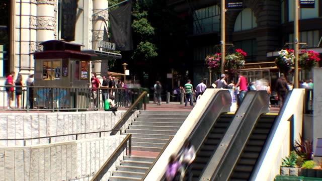 vídeos y material grabado en eventos de stock de powell st tranvía parada-hotel de san francisco, california - bart