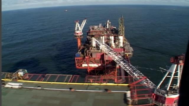 vidéos et rushes de government plans for better gas storage facilities england north sea 15 miles off yorkshire coast views rough gas storage field platform rough sea... - salopette