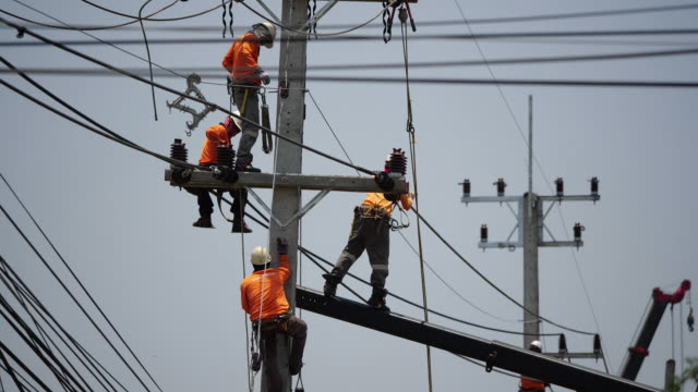 power line workers - telephone pole stock videos & royalty-free footage