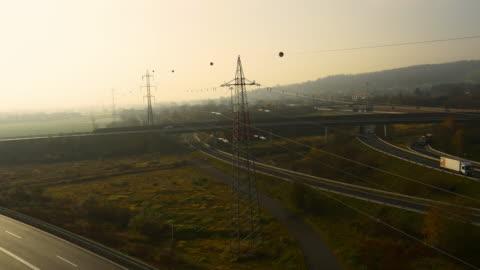 vídeos y material grabado en eventos de stock de antena líneas de potencia por encima de la carretera intersecciones - vehículo aéreo