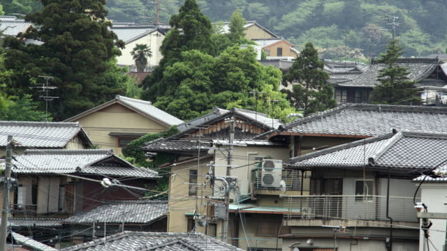 ms power lines above traditional japanese roofs, kyoto, japan - ケーブル線点の映像素材/bロール