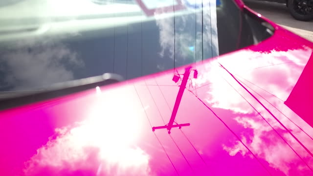 vidéos et rushes de power lines and clouds reflected in hood of car - câble