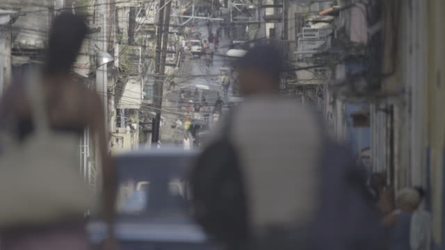 power lines crisscross street in havana cuba - fahrradtaxi stock-videos und b-roll-filmmaterial
