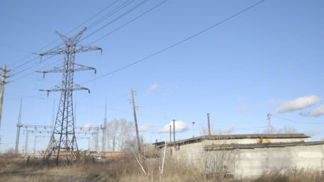 power lines in asbest, russia, wide shot - stromnetz stock-videos und b-roll-filmmaterial