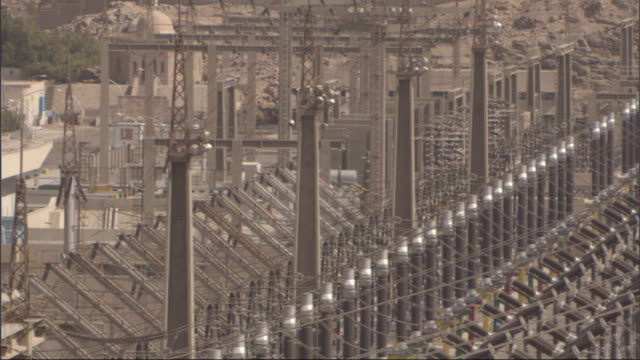 power lines stretch across a power station. - kraftwerk stock-videos und b-roll-filmmaterial
