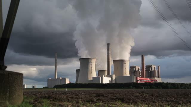 CRANE UP: Power Plant