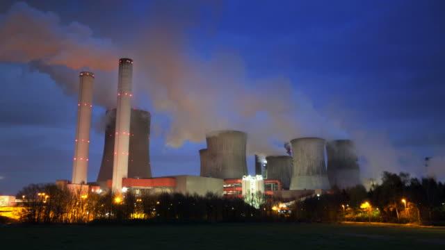 power plant - dämmerung stock-videos und b-roll-filmmaterial